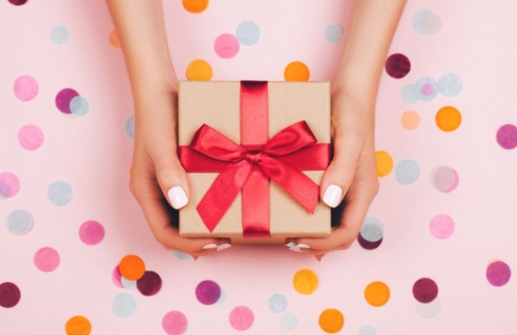 Happy Birthday Emails: Ideas, Best Practices & Examples that Will Blow Your Customers Away